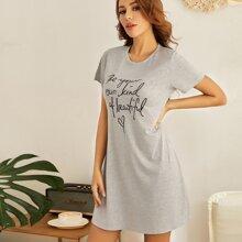 Lounge Kleid mit Buchstaben Grafik
