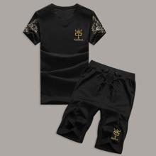 Camiseta de hombres con estampado de letra y dibujo con shorts con cordon