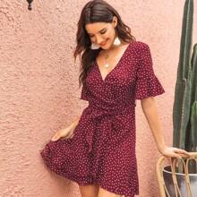 Kleid mit Punkten Muster, Guertel, V-Ausschnitt und Schosschenaermeln