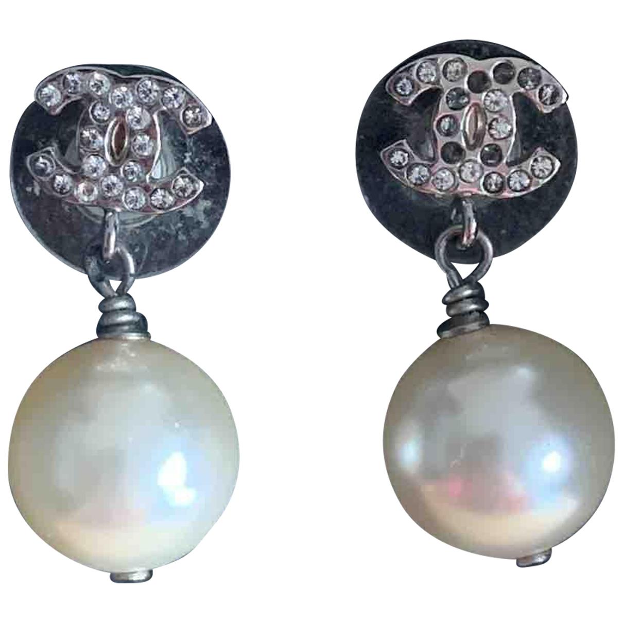 Chanel \N OhrRing in  Weiss Perlen