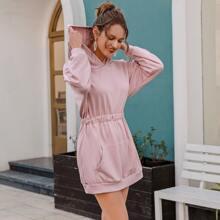 Sweatshirt Kleid mit sehr tief angesetzter Schulterpartie, Kaenguru Taschen und Kapuze