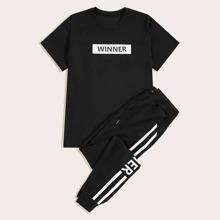 Maenner T-Shirt mit Buchstaben Muster und Turnhosen mit Streifen auf den Seiten