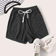 Shorts mit schraegen Taschen und Kordelzug