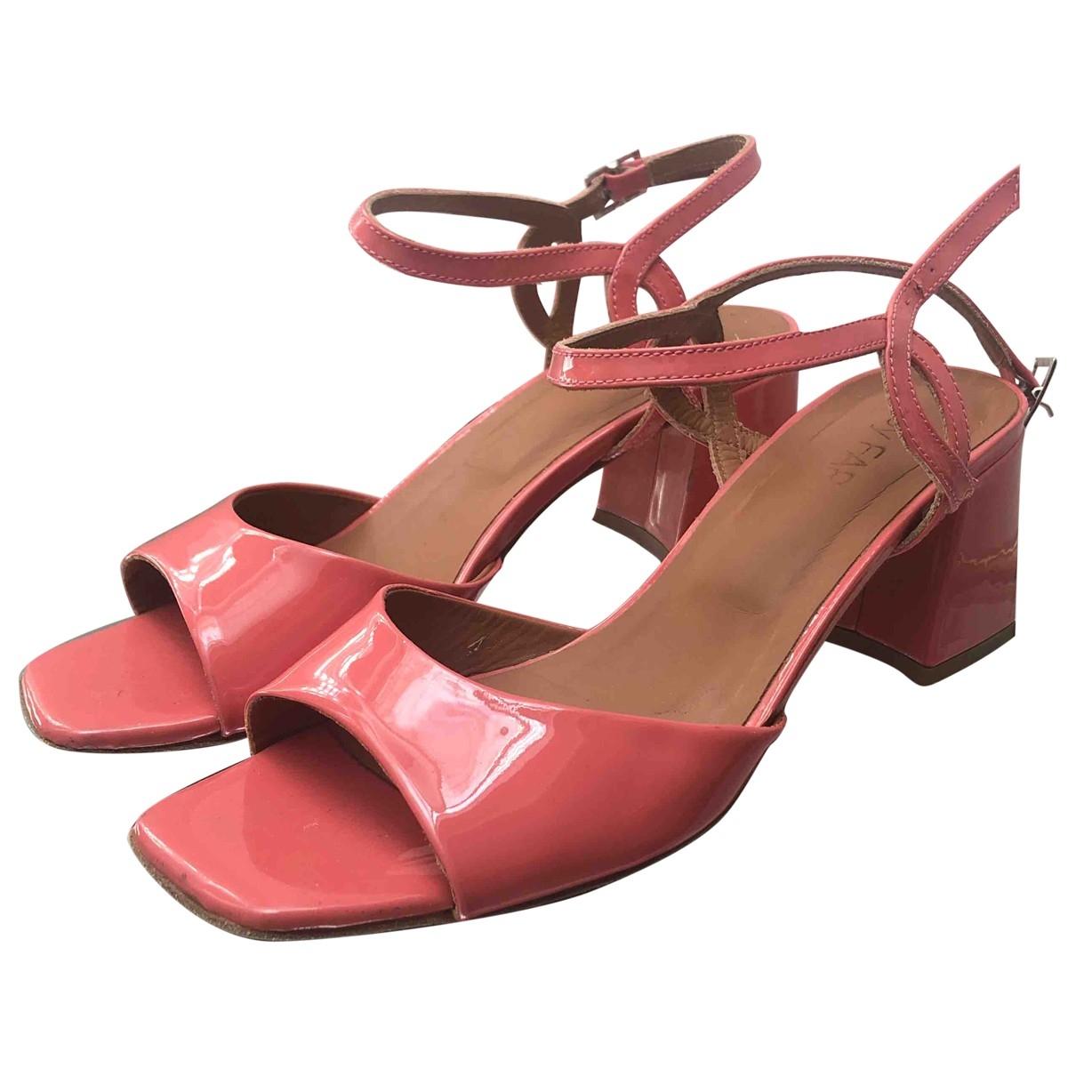 By Far - Sandales   pour femme en cuir verni - rose
