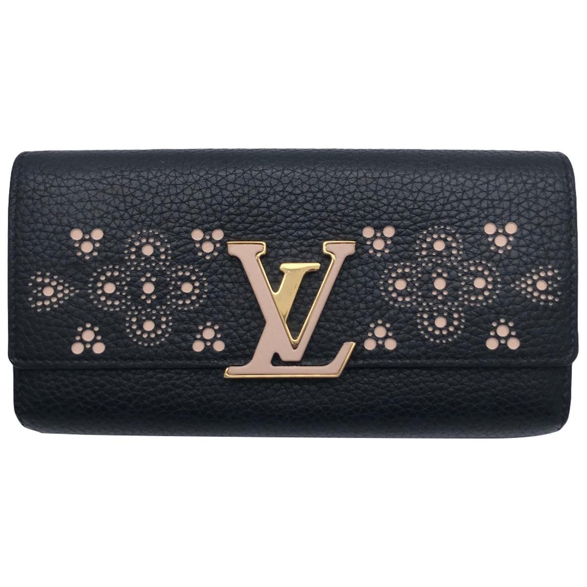 Louis Vuitton Capucines Portemonnaie in  Schwarz Leder