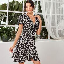 Kleid mit Raffungsaum, Flatteraermeln, Wickel Design und Blumen Muster