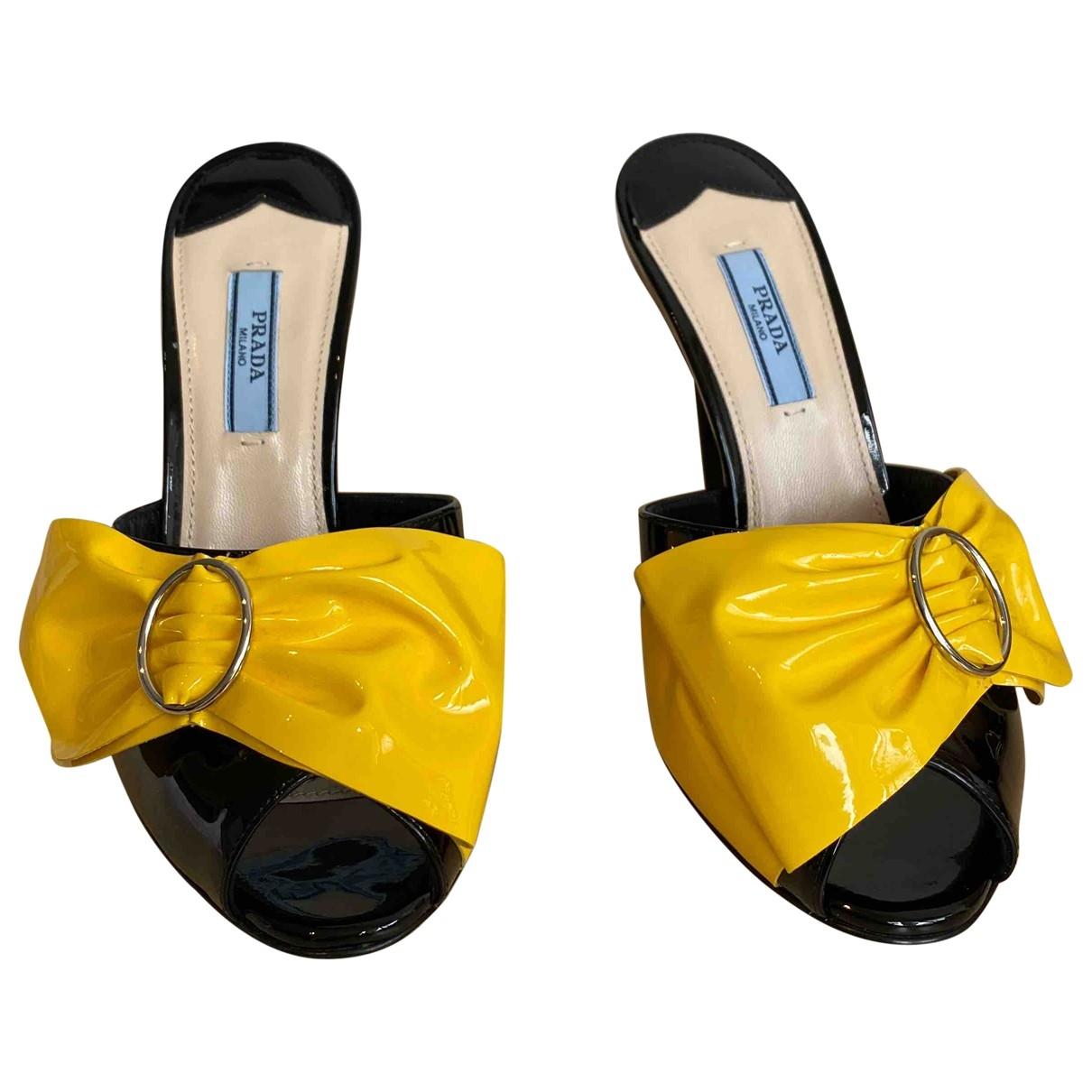 Prada - Sabots   pour femme en cuir verni - jaune