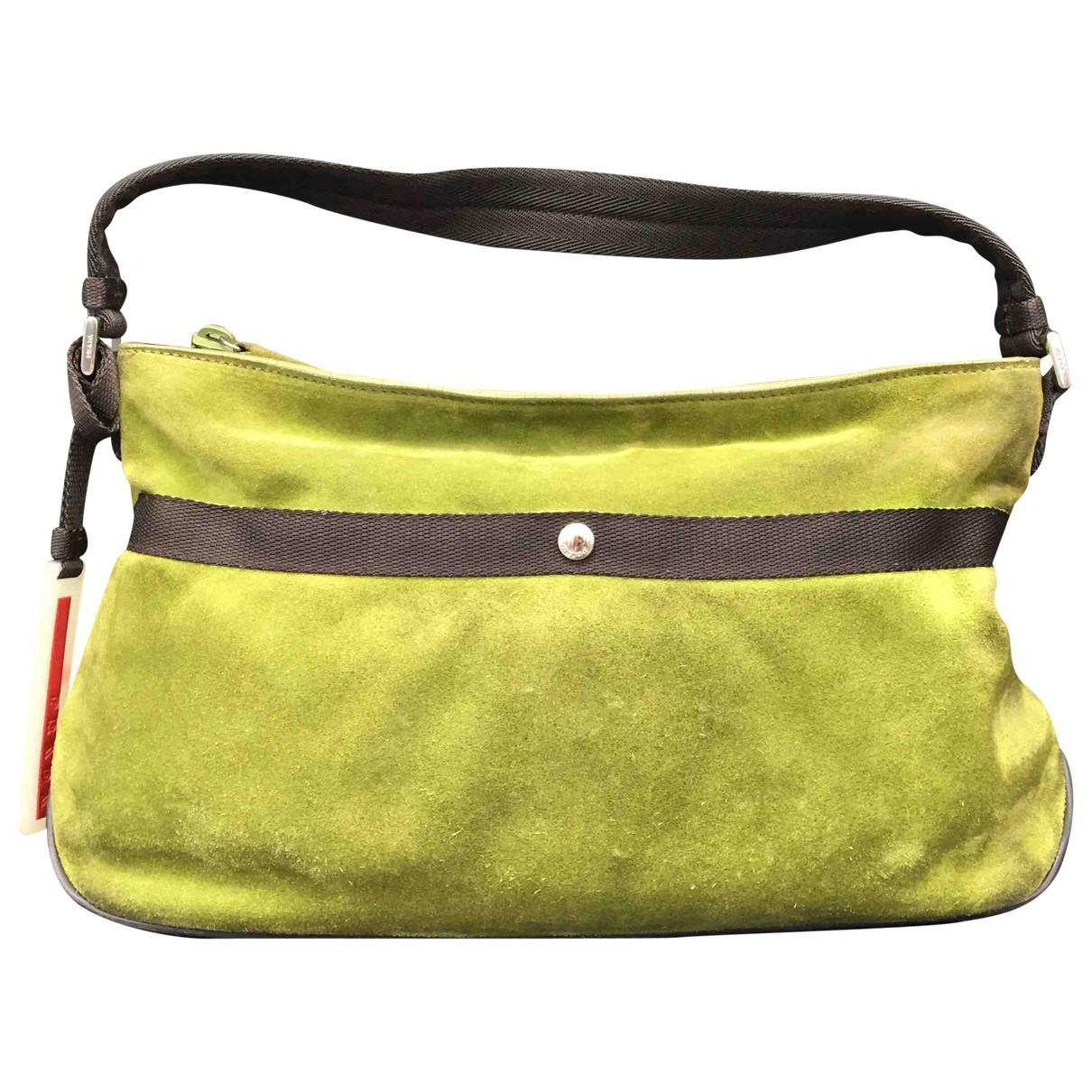 Prada \N Handtasche in  Gruen Veloursleder