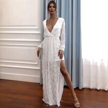 Kleid mit tiefem Kragen und Pailletten Detail