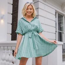 Kleid mit Knopfen vorn und Selbstguertel