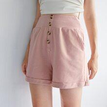 Shorts bajo doblado con boton delantero