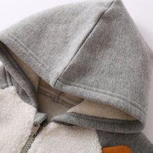 Chaqueta con capucha con bordado con oreja 3D