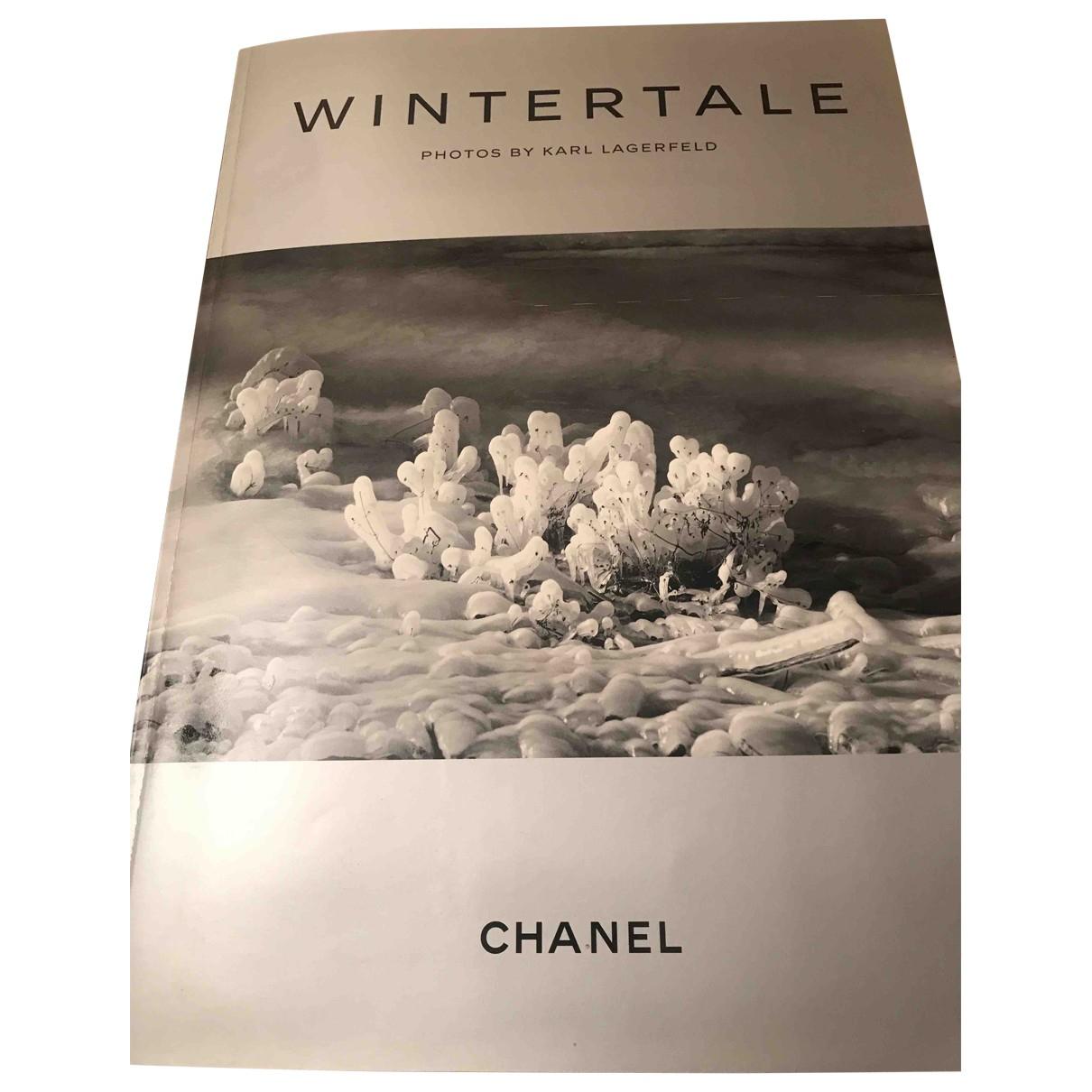Chanel - Mode   pour lifestyle en bois