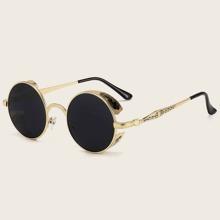 Sonnenbrille mit getonten Linsen und rundem Rahmen