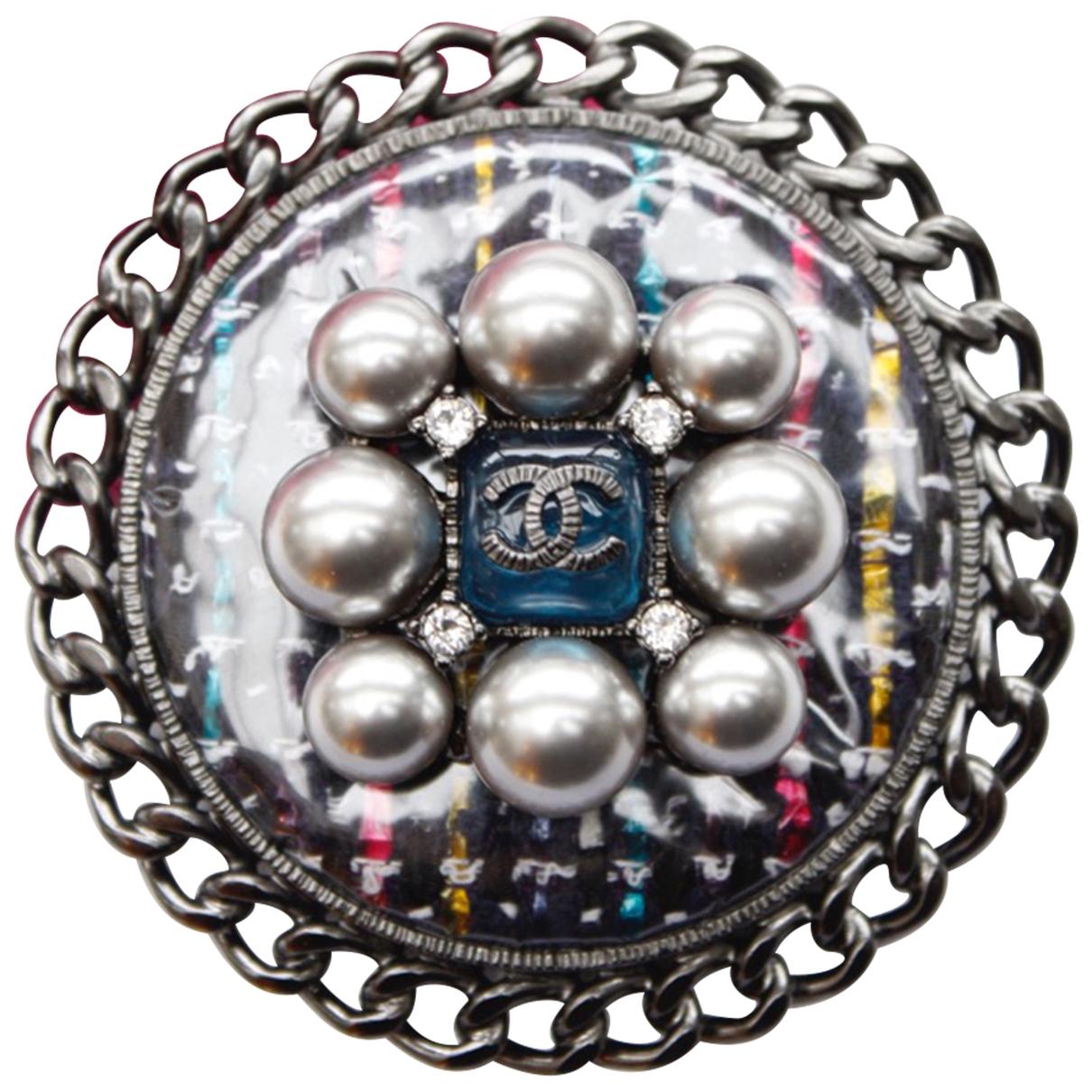 Broche CC en Metal Plateado Chanel