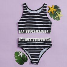 Bikini Badeanzug mit Streifen und Buchstaben Grafik