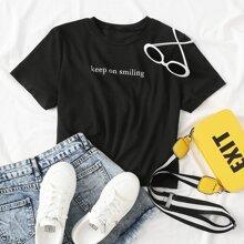 Camiseta corta con estampado de letra