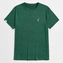 T-Shirt mit Flicken Detail und Hirsch Stickereien