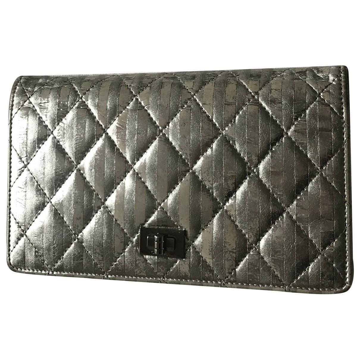 Chanel 2.55 Portemonnaie in  Silber Leder