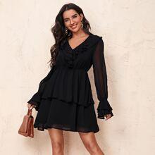 Kleid mit Rueschen, mehrschichtigem Saum und Schosschenaermeln