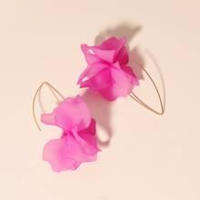 Pendientes largos con diseño floral