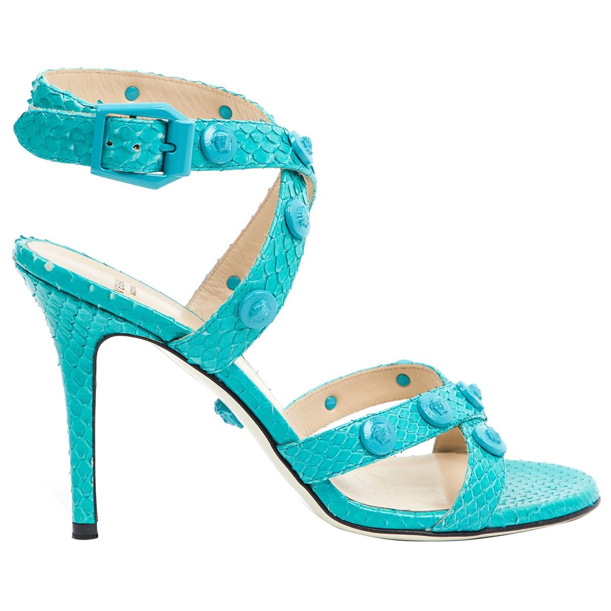 Versace - Escarpins   pour femme en python - turquoise