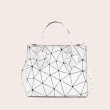 Umhaengetasche mit geometrischem Muster