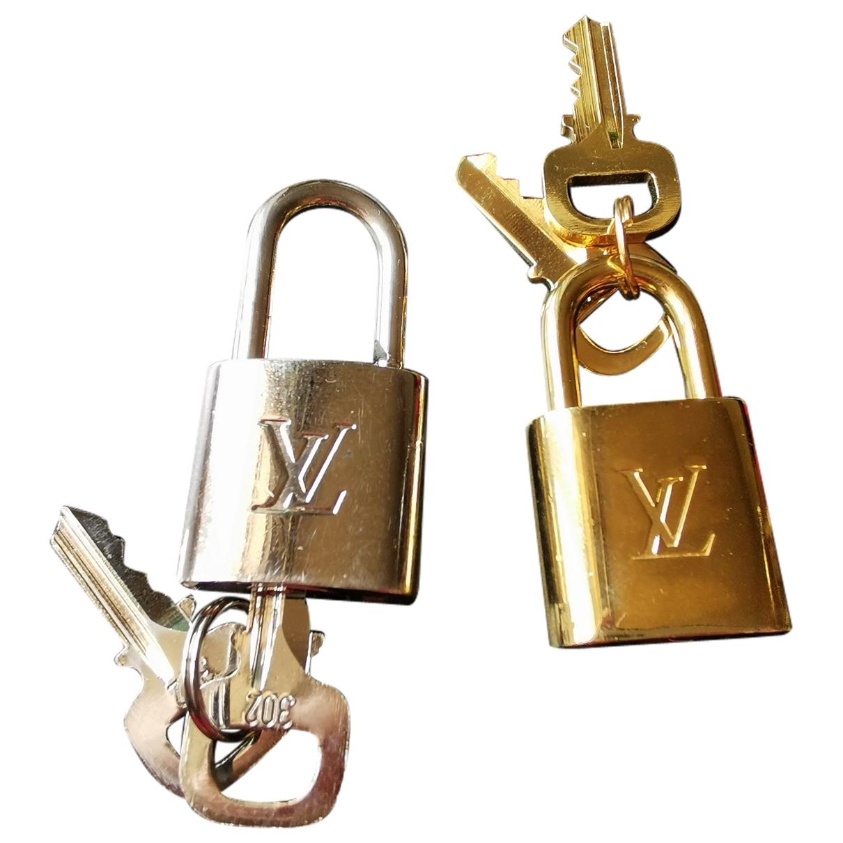 Louis Vuitton Cadenas Gold Metal Bag charms for Women \N