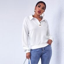 Pullover mit sehr tief angesetzter Schulterpartie und halber Knopfleiste