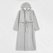 Robe mit Taschen vorn, Selbstguertel und Kapuze