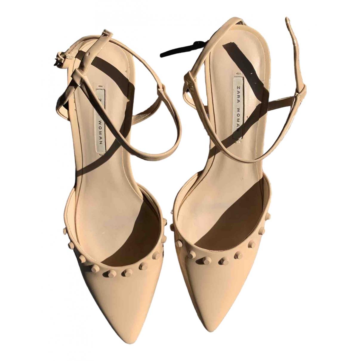 Zara \N Sandalen in  Beige Kunststoff
