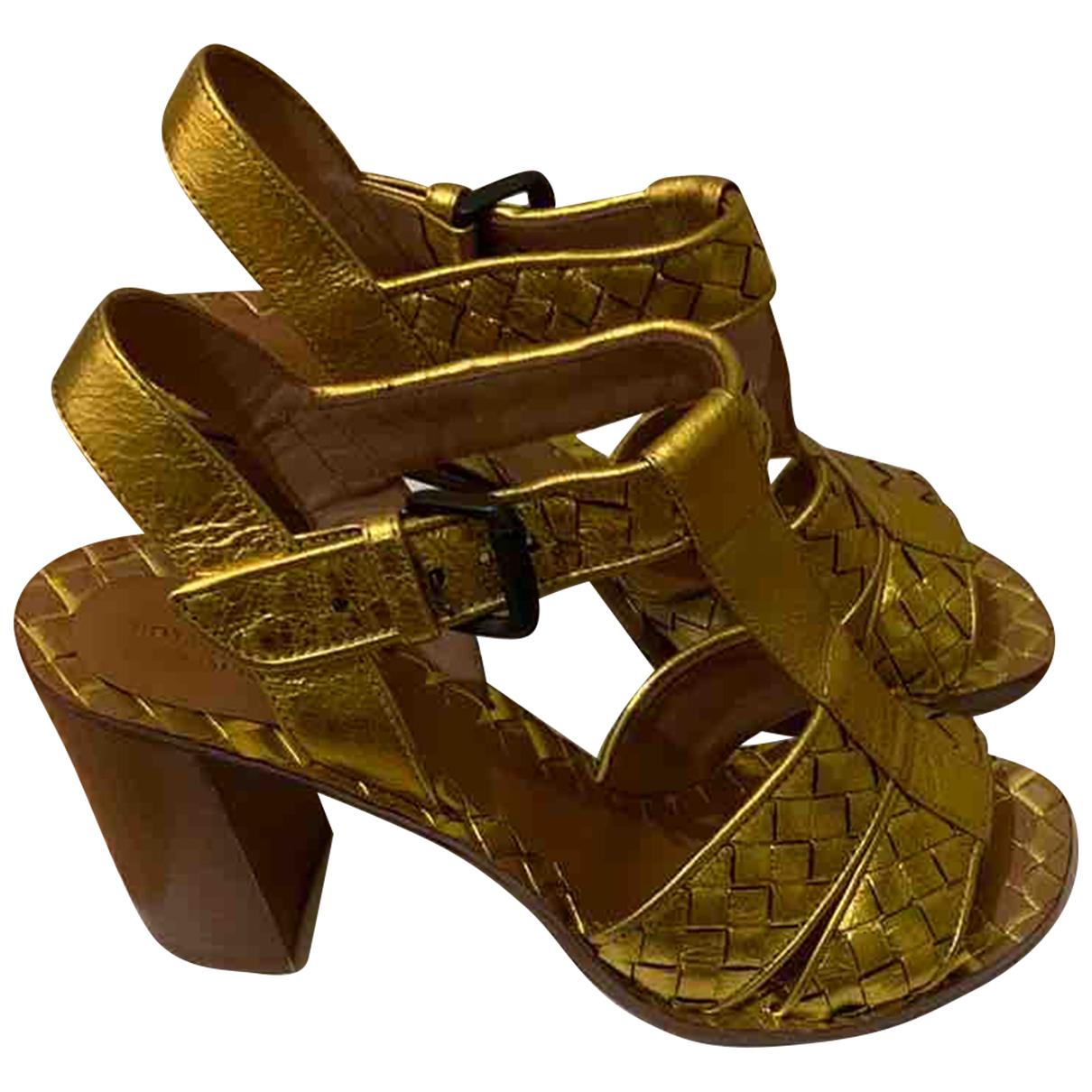 Bottega Veneta \N Sandalen in  Gold Leder