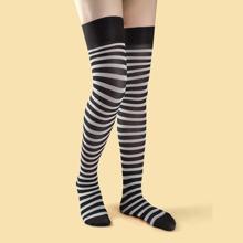 Calcetines de longitud de muslo con patron de rayas