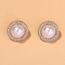 Round Design Stud Earrings