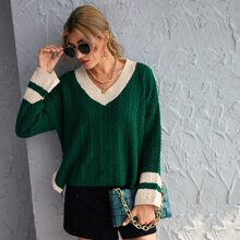Pullover mit Zopfmuster, sehr tief angesetzter Schulterpartie und Schlitz