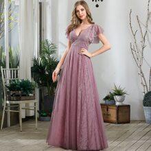 Kleid mit Schmetterlingaermeln und Spitze