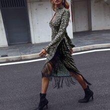 Kleid mit Paisley Muster, Fransen, Wickel Design und Ausschnitt