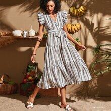 Kleid mit buntem Streifen, Raffungsaum und Guertel