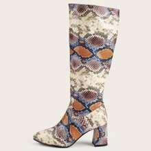 Stiefel mit spitzer Zehenpartie und Schlangenleder Muster