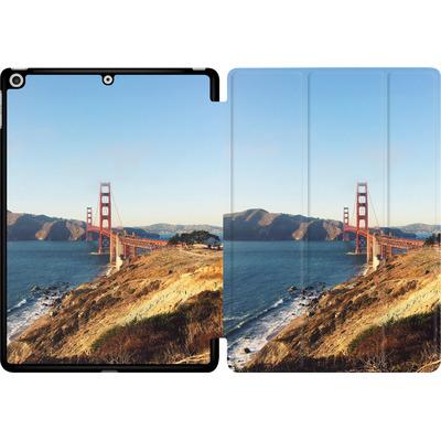 Apple iPad 9.7 (2017) Tablet Smart Case - Golden Gate Galore von Omid Scheybani