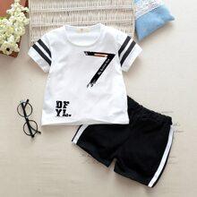 Kleinkind Jungen T-Shirt mit Buchstaben Muster auf den Seiten und Shorts