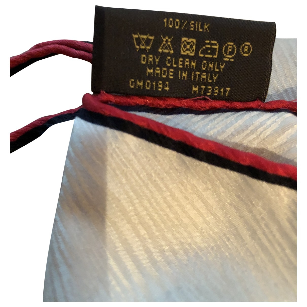 Louis Vuitton \N Ecru Silk scarf for Women \N