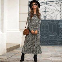 Kleid mit Rueschenbesatz und komplettem Muster
