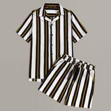 Conjunto de hombres camisa de rayas de cuello notched con shorts