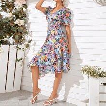 Kleid mit tiefem Kragen, Blumen Muster und Rueschen
