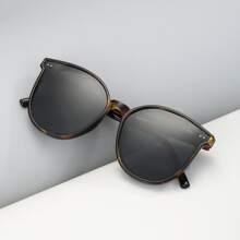 Men Rice Spike Decor Polarized Sunglasses