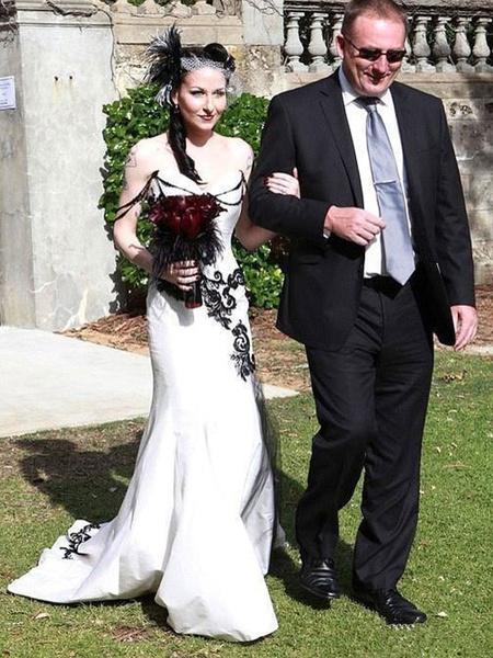Milanoo Gothic Wedding Dresses Mermaid Sleeveless Chains Taffeta Court Train Gothic Bridal Dress