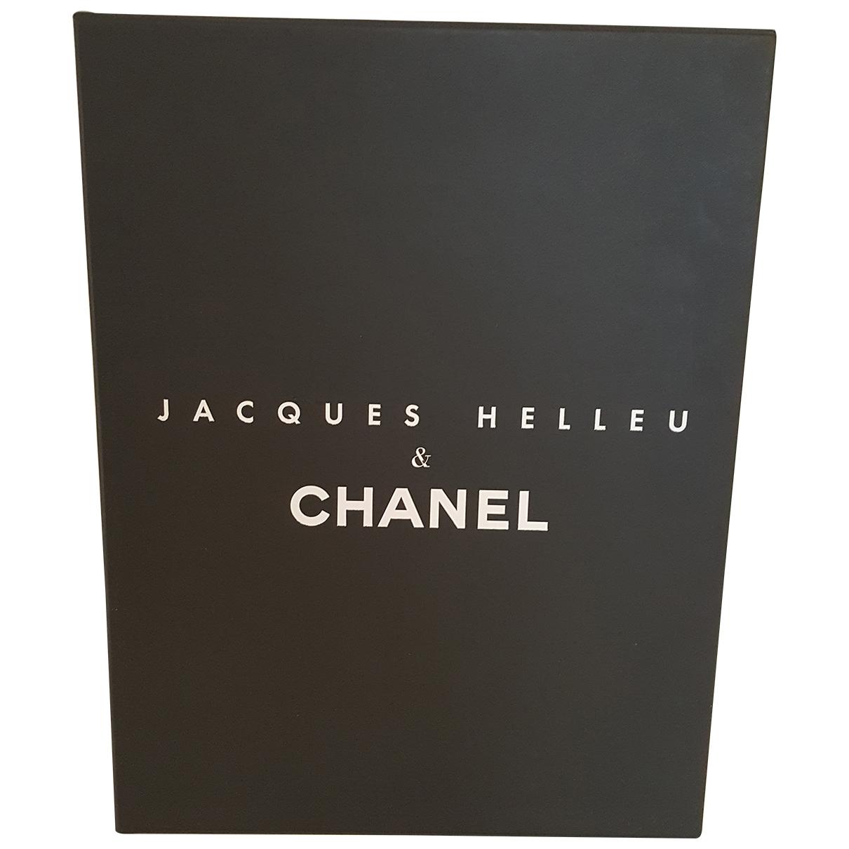 Chanel - Photographie   pour lifestyle en bois - noir