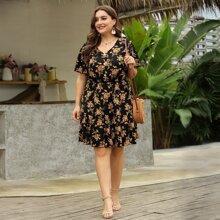 A Linie Kleid mit ueberallem Blumen Muster und halber Knopfleiste