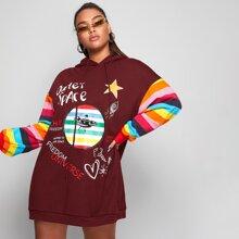 Hoodie Kleid mit vermischtem Muster und Regenbogen Streifen Muster